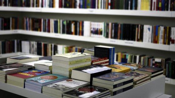 São várias as editoras em Portugal que já anunciaram a suspensão de novos lançamentos por tempo indeterminado. O novo coronavírus também está a afetar o mercado editorial e livreiro em Portugal