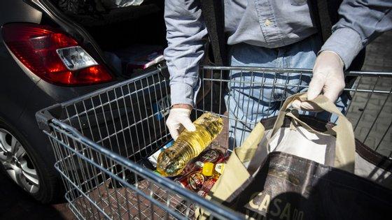 DGS cria manual de conselho sobre compra de alimentos