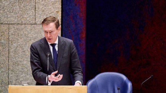 Bruno Bruins, o ministro da Saúde dos Países Baixos, deixa durante três meses as funções