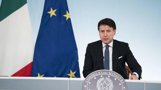 Conte vai aplicar a todo o território italiano as medidas que já tinham sido aprovadas para a Lombardia.