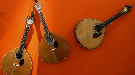 A colaboração do músico com Amália iniciou-se em 1969, ainda com José Fontes Rocha (1926-2011), como primeira guitarra, e como principal guitarra a partir de 1980