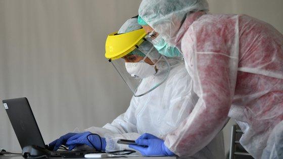 """A Ordem dos Médicos quer igualmente que sejam criadas """"melhores condições para o atendimento e manejo dos casos"""" do novo coronavírus e a """"formação dos profissionais de saúde"""""""