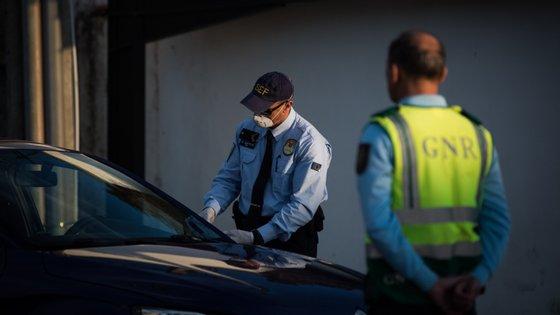 Até ao momento, já foram detidas 16 pessoas pela GNR e pela PSP por desobedecerem