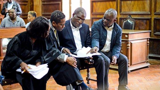 Os advogados dos três arguidos asseguraram que vão recorrer da condenação