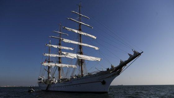 O Navio-Escola Sagres seguia em viagem de circum-navegação, à semelhança da de Fernão de Magalhães