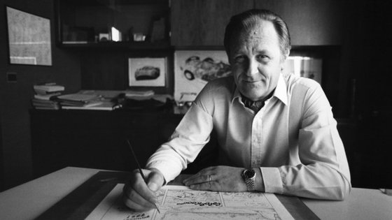 O francês Albert Uderzo nasceu em 1927 em Fismes e morreu a 24 de março de 2020 em Neuilly-sur-Seine. Tinha 92 anos