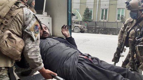 Cerca de oitenta pessoas foram resgatadas pelas autoridades militares afegãs no templo de Gurdwara