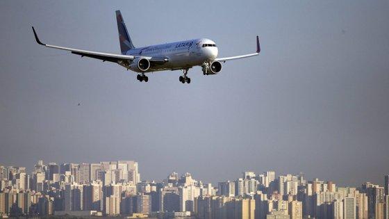 Pessoas tiveram a indicação na terça-feira à noite de que a companhia aérea iria realizar o voo esta quarta-feira de manhã, mas o voo foi cancelado sem qualquer explicação