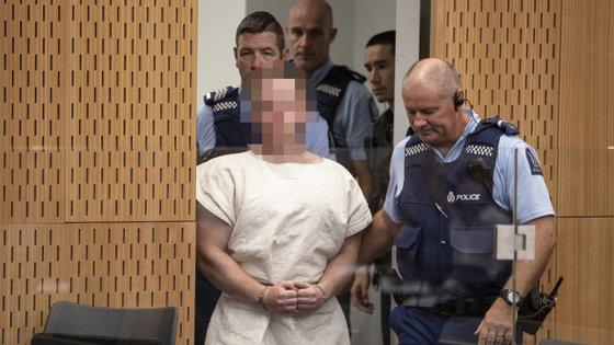 """Brenton Tarrant """"assumiu-se como culpado pelas 51 acusações de assassinato, 40 de tentativa de assassinato"""" num ato terrorista cometido através de uma ligação audiovisual"""