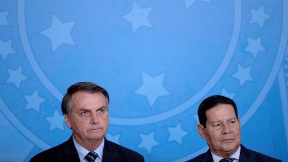 Hamilton Mourão diz que as preocupações de Bolsonaro prendem-se com questões económicas e com o eventual problema da falta de abastecimento de produtos às zonas mais pobres do país