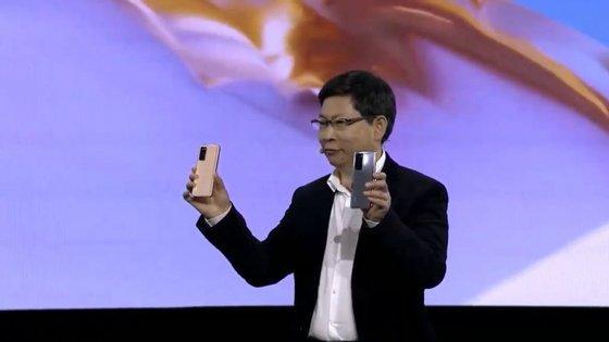 Richard Yu, presidente executivo da Huawei Consumer Group na apresentação dos dispositivos