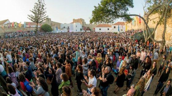 """O festival decorre """"nos centros urbanos de Sines e Porto Covo"""" e por isso """"o perigo de propagação do vírus seria redobrado"""", nota a autarquia"""
