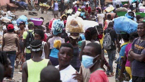 Angolanos estão informados sobre a melhor maneira de se defenderem do novo coronavírus, mas possuem poucos meios para o fazer, incluindo o facto de a água não chegar a todas as casas