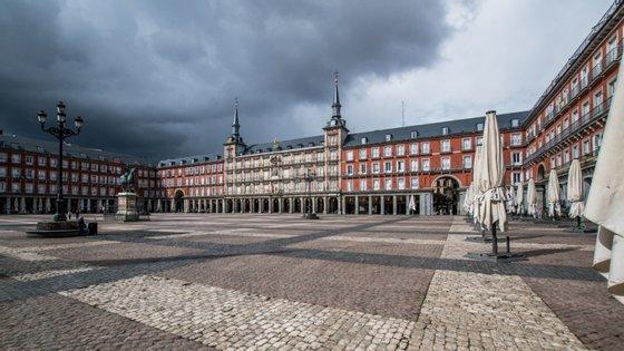 A Plaza Mayor, uma das principais atrações de Madrid, vazia após a declaração do estado de emergência por causa do novo coronavírus