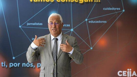 António Costa esteve no Norte a visitar instituições que estão a trabalhar no fabrico de materiais de saúde para combater o novo vírus.