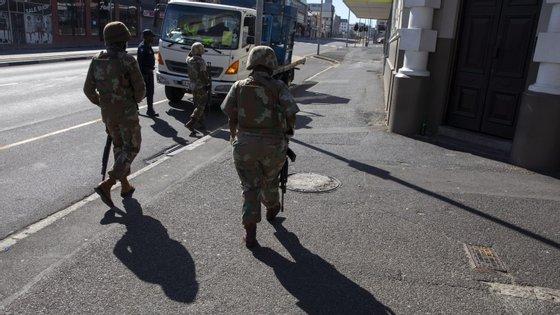 """Os veteranos salientaram que a vigilância nas fronteiras terrestres e marítimas deve ser mantida para que não passem """"potenciais infetados"""""""