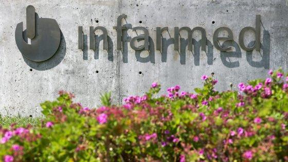 """De acordo com o Infarmed, é preciso """"acautelar a segurança, proteção e os direitos dos participantes em ensaios clínicos"""""""