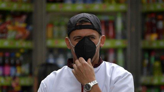 """Empresa dos quatro antigo alunos """"disponibilizou um templategratuito que ensina como produzir uma máscara"""