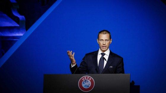 Aleksander Ceferin, presidente da UEFA, fez ponto de situação numa entrevista ao jornal italiano La Repubblica.