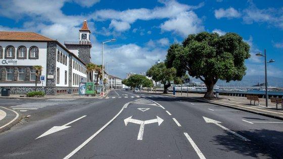 """A Autoridade de Saúde Regional dos Açores alerta que """"as coisas ainda não voltaram ao normal, nem vão voltar dentro de pouco tempo"""""""