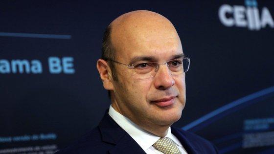 """""""Oitenta e três por cento dos lares em Portugal têm TV cabo. Podemos fazer chegar conteúdos às crianças também por essa via"""", referiu o ministro."""