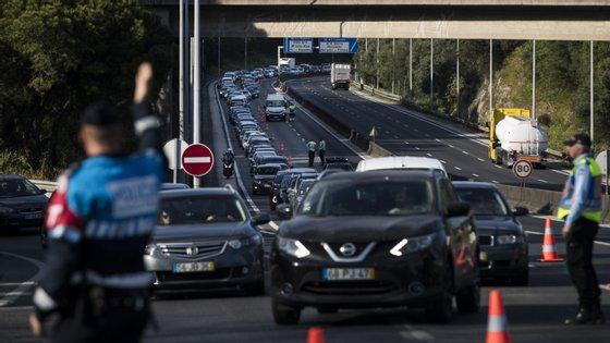 Operação policial da PSP no sábado provocou uma fila de trânsito na ponte 25 de abril. Houve condutores mandados para trás.