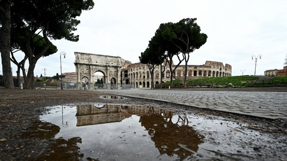 Roma deserta, de moradores e turistas: Itália é o país mais afetado pela pandemia e aquele onde foram tomadas as medidas mais restritivas