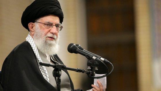 A autoridade judicial iraniana anunciou dois dias antes que cerca de 10.000 detidos seriam libertados ao abrigo da amnistia validada pelo guia supremo iraniano Ali Khamenei (na foto)