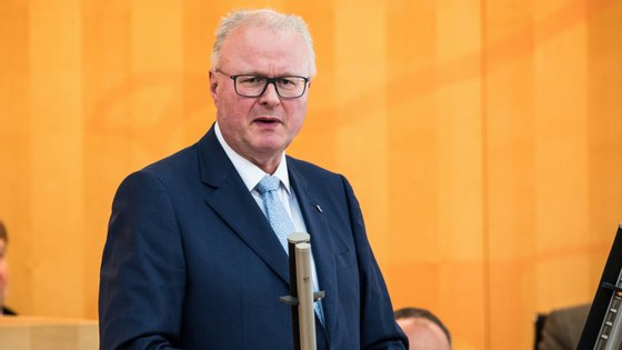 O político de 54 anos era ministro das Finanças de Hesse há quase uma década