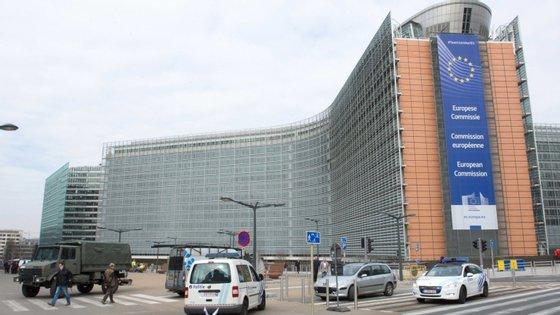 """Bruxelas considera ser """"imperativo que os trabalhadores em profissões críticas possam chegar sem demora ao seu destino"""""""