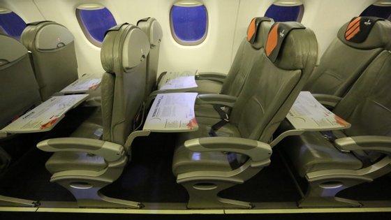 As atividades essenciais incluem serviços de apoio à operação dos clientes, manutenção e a fabricação de aeronaves