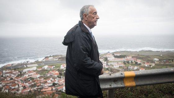 """Marcelo Rebelo de Sousa lembrou esta sexta-feira que """"houve uma previsão da OMS que não correspondeu à realidade. As primeiras declarações da OMS pareciam apontar para um fenómeno regional e depois não foi"""""""