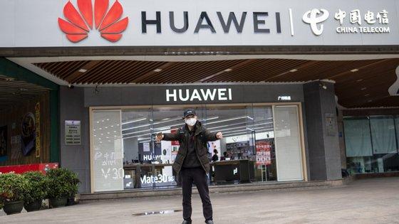 A empresa chinesa disse que as vendas de telemóveis aumentaram 15%, em 2019, para 240 milhões de unidades