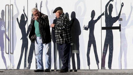 Os mesmos dados indicam, porém, que a população poderá aumentar na Área Metropolitana de Lisboa e no Algarve