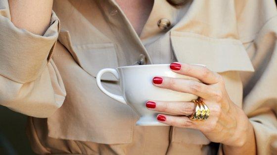 Tome nota: 5 conselhos para cuidar das mãos e das unhas sem sair de casa