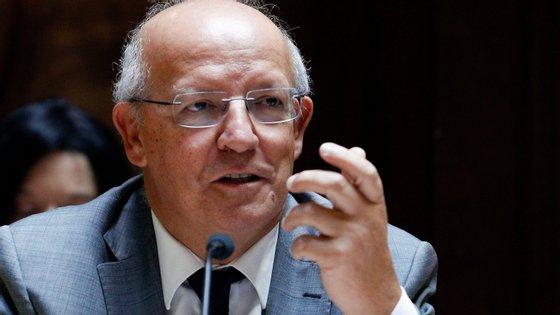 Augusto Santos Silva, ministro dos Negócios Estrangeiros, refuta as acusações do Presidente Nicolas Maduro e diz que quer colaborar com a Venezuela