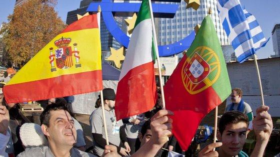 As taxas de desemprego mais baixas registaram-se na República Checa, Holanda e Polónia, enquanto que Espanha e Grécia têm as mais elevadas