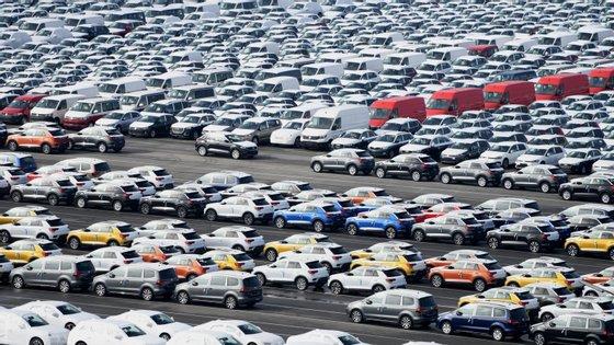 A PSA registou no mês em análise uma queda de 73,43% (18.841 unidades) e o grupo Renault uma diminuição de 71,60% (17.621)