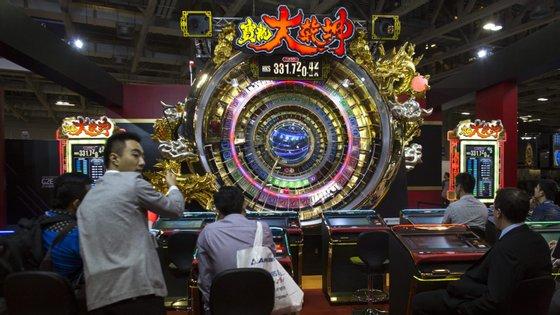 Os casinos de Macau fecharam 2019 com receitas de 292,46 mil milhões de patacas (cerca de 32,43 mil milhões de euros)