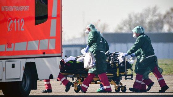 Nos últimos dias, França já transferiu doentes com Covid-19 para os países vizinhos Alemanha, Suíça e Luxemburgo