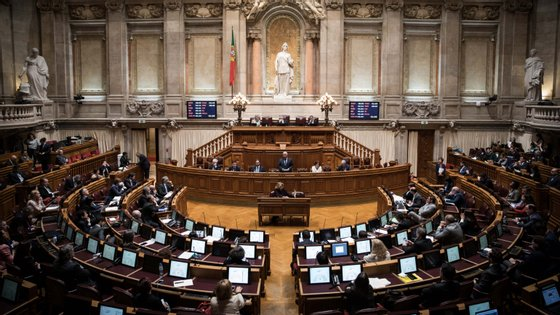 PSD e CDS insistem que Comissão Permanente substitua modelo de plenário reduzido