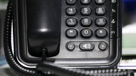 O serviço está disponível através do número 300 00 24 24 e tem o custo de uma chamada para a rede fixa