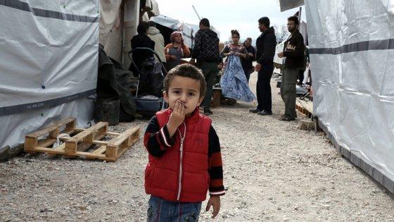 Em 2015, a Europa viu-se confrontada com um fluxo em massa de migrantes e a Comissão Europeia avançou para a criação de mecanismos temporários para realocar vários milhares de refugiados