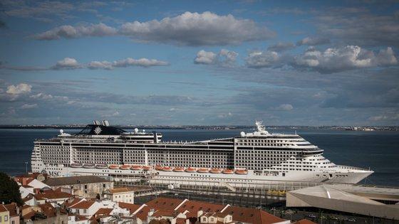 O MAI adianta que os últimos passageiros a sair de Portugal foram nove argentinos