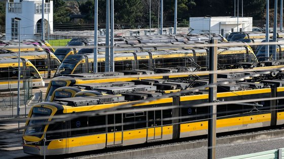 """A Metro do Porto apelou na quarta-feira ao carregamento da assinatura mensal de abril dos clientes para ajudar a manter o serviço """"operacional"""""""