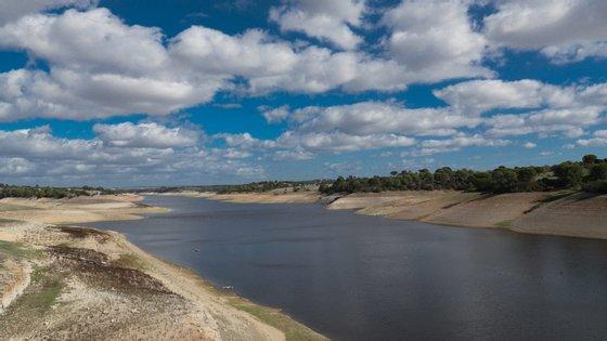 As bacias do Barlavento (31,1%) e do Sado (38,7%) eram as que apresentavam no final de março menor disponibilidade de água