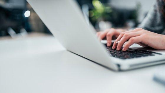 """O """"Assistente Digital Covid-19"""" permite que, através do Messenger e de diversas páginas online, seja possível colocar dúvidas e fazer uma primeira triagem da população ao novo coronavírus"""