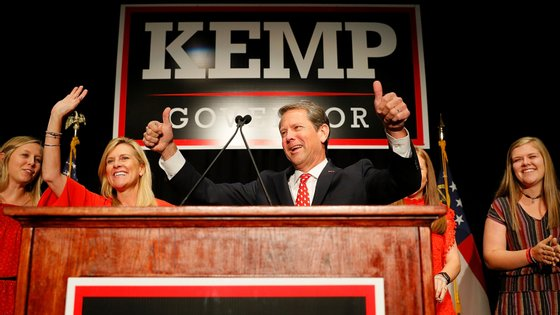 """Só depois desta """"descoberta"""" é que Kemp decidiu emitir uma ordem de isolamento geral para os habitantes do estado de Georgia."""