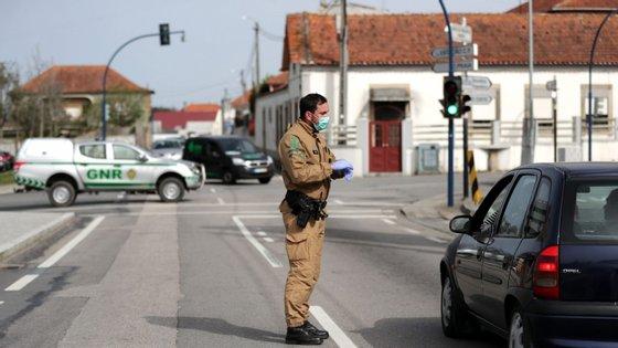 """O presidente da câmara municipal, Salvador Malheiro, avisa que """"situação está longe de estar controlada""""."""