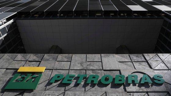 Lançada em 2014, a Lava Jato, maior operação contra a corrupção no Brasil, trouxe a público um gigantesco esquema de corrupção de empresas públicas, implicando dezenas de altos responsáveis políticos e económicos